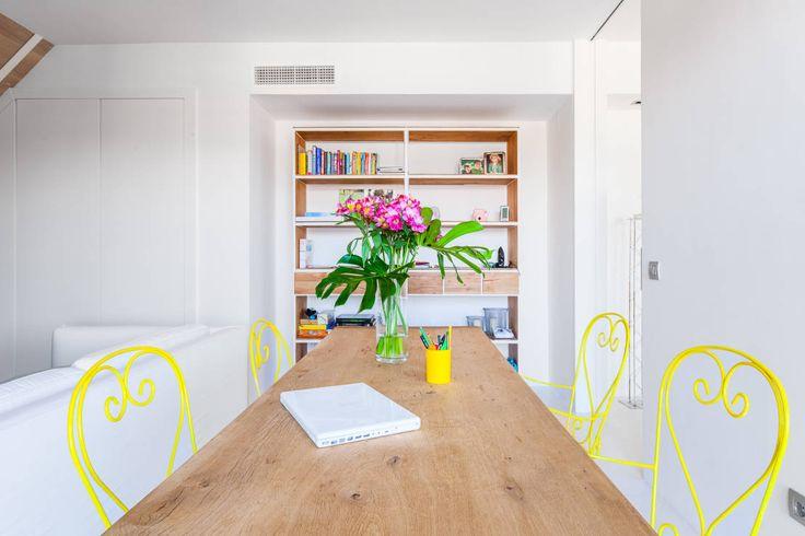 CHALET MAJADAHONDA : Sala da pranzo minimalista di Tarimas de Autor