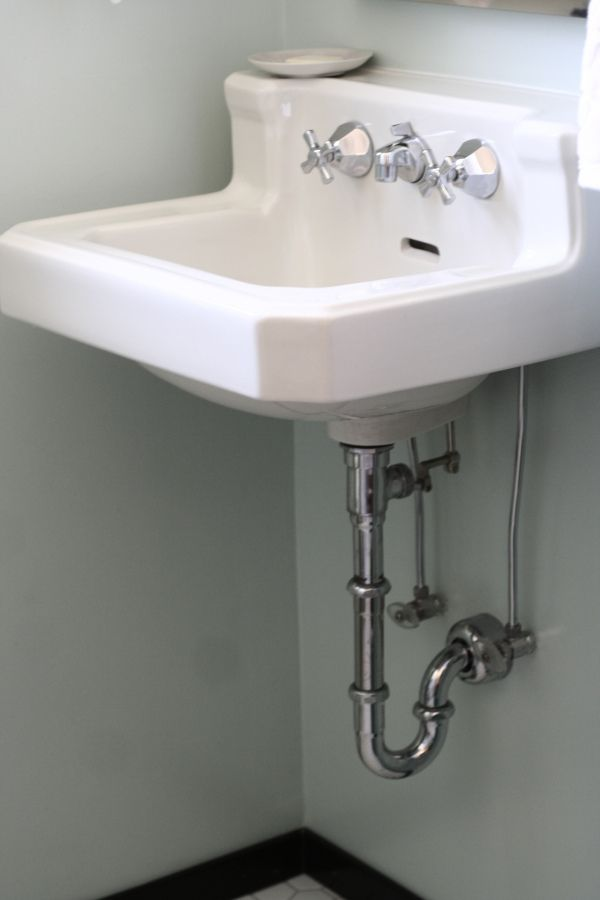 vintage wall-mounted bathroom sink #before