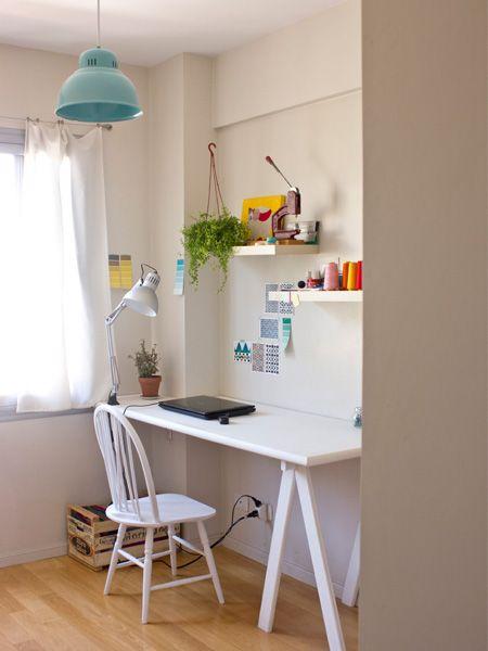 tablon pintado de blanco + estantes flotantes - Casa Chaucha » Verde