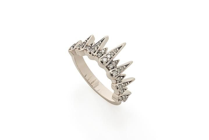 Para inspirar noivas que gostam de itens clássicos e tradicionais em releituras mais modernas para o grande dia, vejam as fotos de anéis, colares e brincos estonteantes!