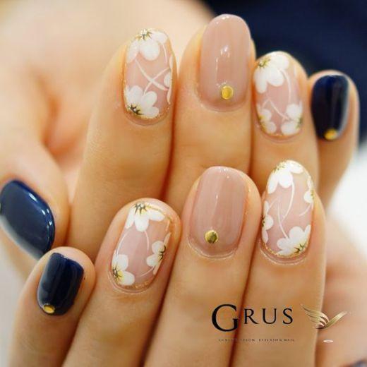 17 Fashionable Office Nail Designs: #7. Pretty Floral Nail Design