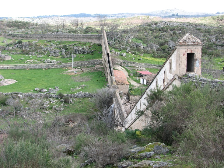 Otra vista del magnífico Acueducto Romano de Valencia de Alcántara, único en España.