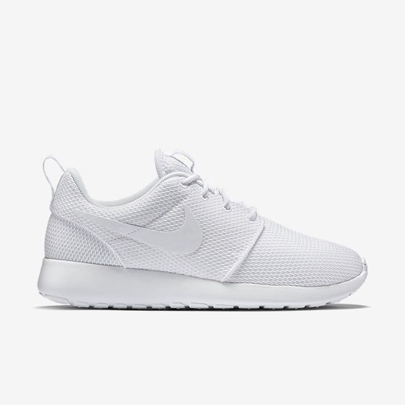all white nike shoes