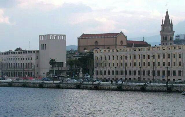 Edigicio Inail, Messina, Italia, projeto por Samona e Guido Viola