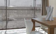 Met Facette® Shades van Luxaflex® creeërt u een prachtig difuus licht. De doorzichtige en ondoorzichtige delen schuiven langs elkaar en zo opent of sluit de Facette®. Alle stoffen zijn van de hoogwaardige Trevira CS stof. Deze bijzondere garens zijn uitermate geschikt in projecten en ook zeker in uw huis vanwege de brandvertragende functie.  Creeër met Facette® Shades de perfecte balans tussen pricacy en licht.