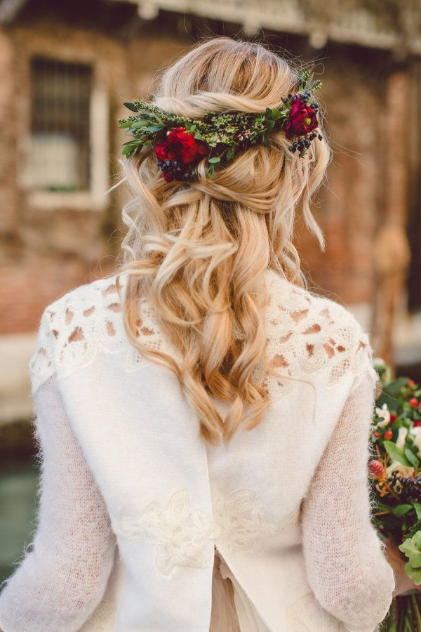 Loose curled vintage greenery and rose flower crown: www.stylemepretty... Photography: Lilly Red - www.lillyred.it/