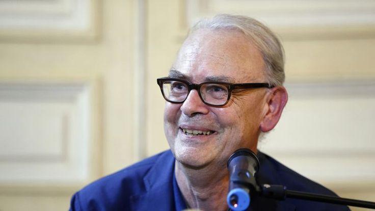 NOUS Y ÉTIONS - Le lauréat du Nobel de littérature était particulièrement heureux et surpris cette après-midi, lors de la remise de son prestigieux prix.
