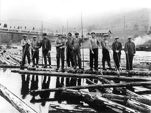 Nr. 3. Fløytarar ved stasjonsbrua, Ål 1914. Utlånt av Ivar Helling