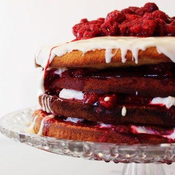 Le (sponge) cake Victoria – aussi appelé Victoria Sandwich – nous vient directement du 19ème siècle. On remercie la Duchesse Anne de Bedford, amie et dame de compagnie de la reine Victoria, qui l'initiât au tea time: des petits gâteaux, du pain et du beurre, du thé et ce petit cake qui à l'origine était...