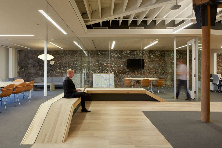 Love theses built-in benches at Zendesk – San Francisco Headquarters.