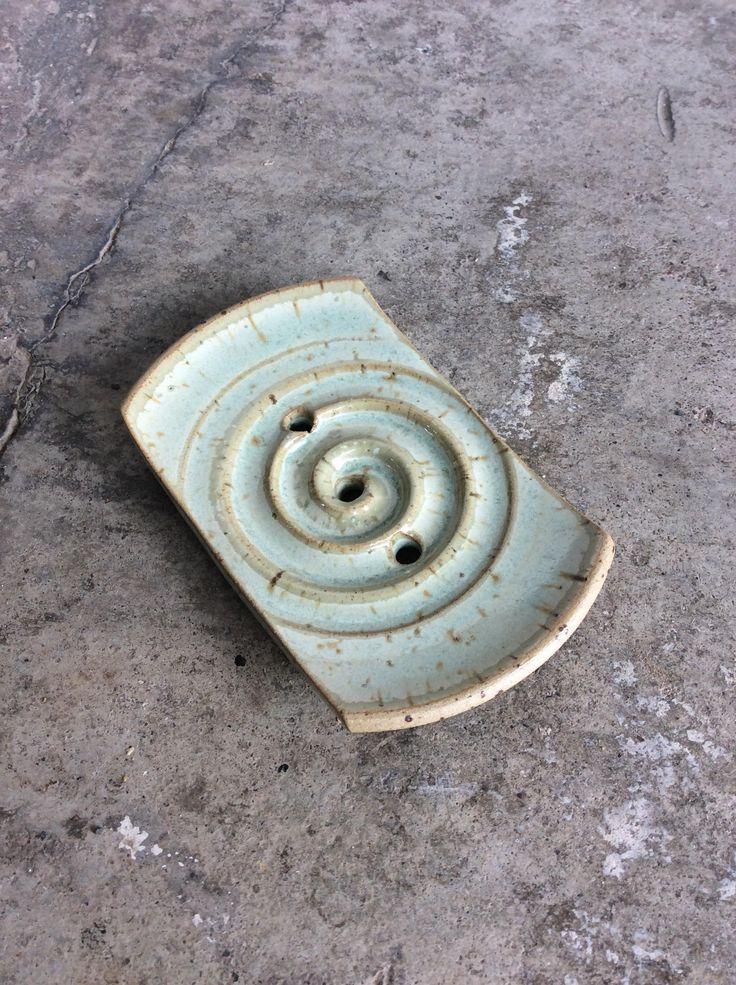 Seifenschale grün aus Keramik für ein Seitenstück mit Spirale von Drehdich auf Etsy