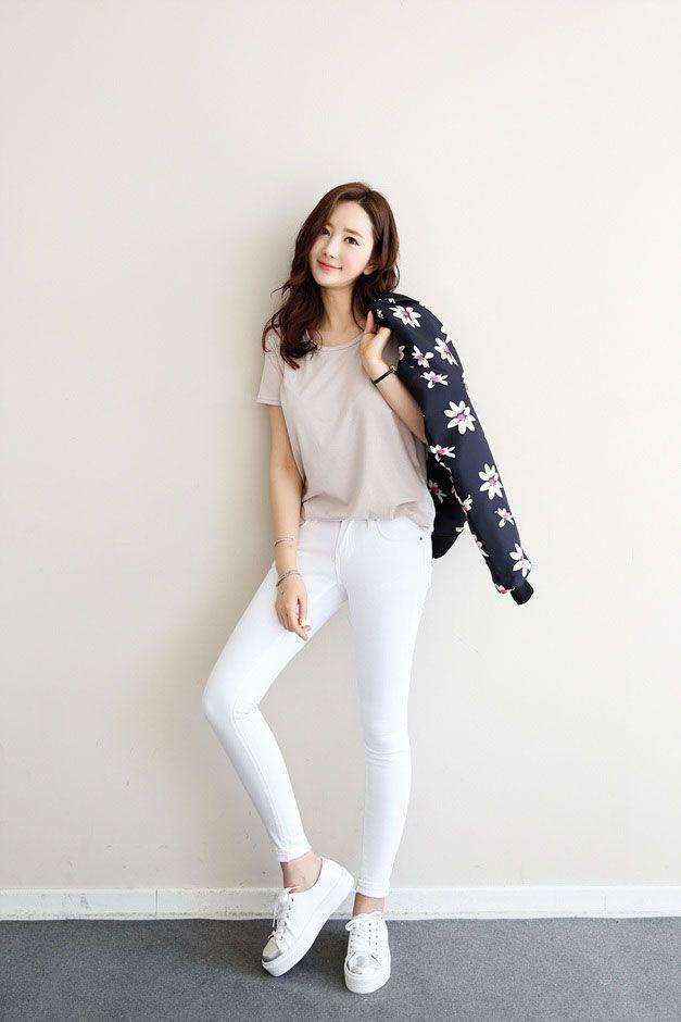 【搭配】20多岁该如何搭配T恤才能又简单又美?简约韩式搭配风就在这里!
