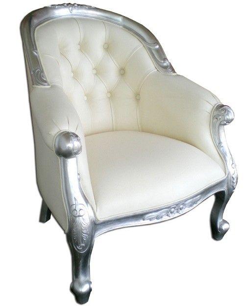 confortable fauteuil de mariage en bois argent et cuir blanc a la fois glam et classy. Black Bedroom Furniture Sets. Home Design Ideas