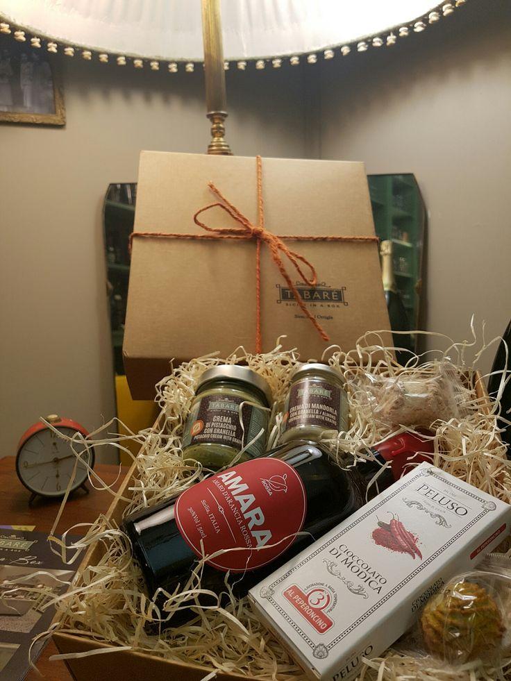 New Box for Festivities! Amara, Modica Chocolate, pistachio pesto and Pistachio Cream with grains #box #xmas #Christmas #gift #pistachio #tabarè #gourmet #sicily #sicilian #food #sicilianfood #grocery