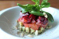 Dreifarbiges Salattürmchen
