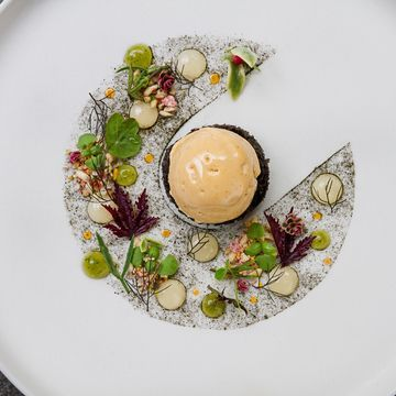Are you getting bored of the traditional ice cream flavours? Try this - Sea Urchin Ice Cream! #summer #food