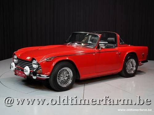 Triumph TR250 + Surrey Top '67 For Sale (1967)