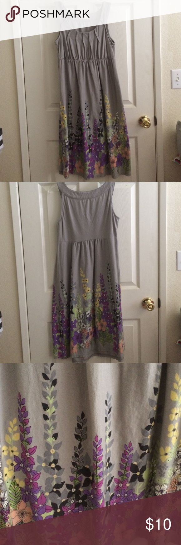 Old Navy Maternity Dress Used. Sleeveless maternity dress. 100% cotton. No stains or holes. No trades. Offers and questions are welcome. Old Navy Dresses Midi
