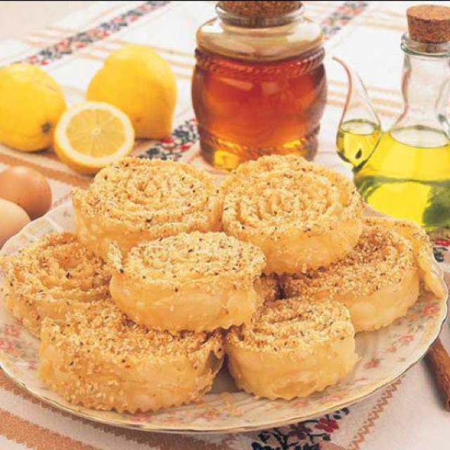 Xerotigana - Cretan traditional fried pastry treats dipped in honey. Served at weddings an baptisms. Delicious!!! #Cretan #Cuisine #Alogdianakis #Farm