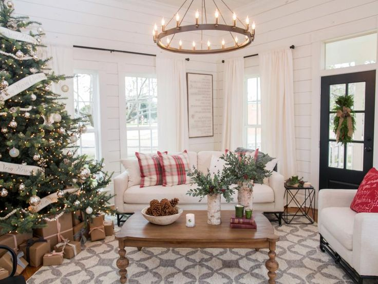 Fixer Upper: Renovation And Holiday Decor At Magnolia House Bed And  Breakfast
