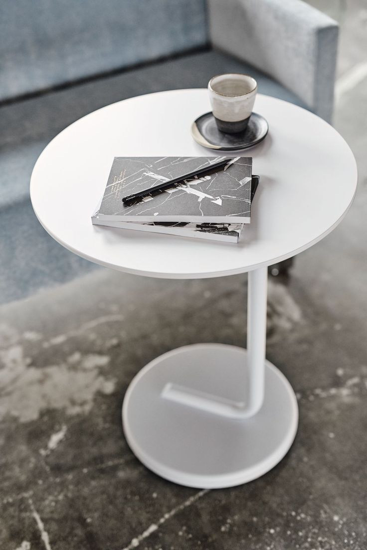 Curling table, design: Axel Bjurström | Styling: Katrin Bååth | Photo: Sara Landstedt