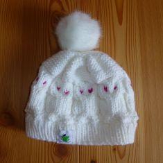 www.gluecksfrosch.de   wunderschöne, weiße Eulenmütze mit Kunstfellbommel