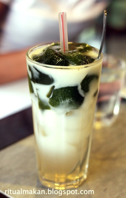 Es Cincau - Grass jelly and shredded ice with sugar or syrup.