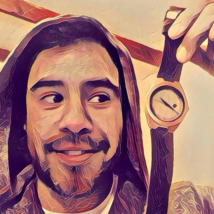 Un #reloj Castor te dará un buen gusto cuando llegue a tu casa . Como a Mauricio Flores en esta foto junto a su nuevo Origen Foresta. Consigue el tuyo en www.castor-watches.com o al whatsapp 56994033705. Envío gratis a todo #chile #castorwatches #castorforesta #relojes #relojesdemadera #woodenwatch #watches #watch #accesorios #bamboowatch