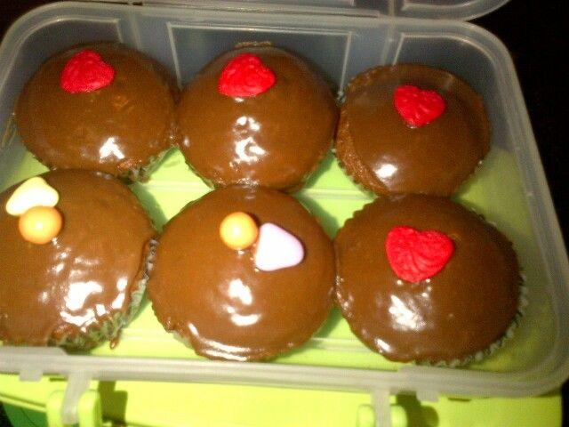 Valentine cupcakes with bar one ganache