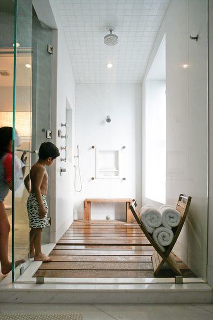 Modern Badezimmer by Betty Wasserman