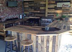 Außenküche aus Paletten. Eine gute Möglichkeit, Palettenholz zu recyceln!