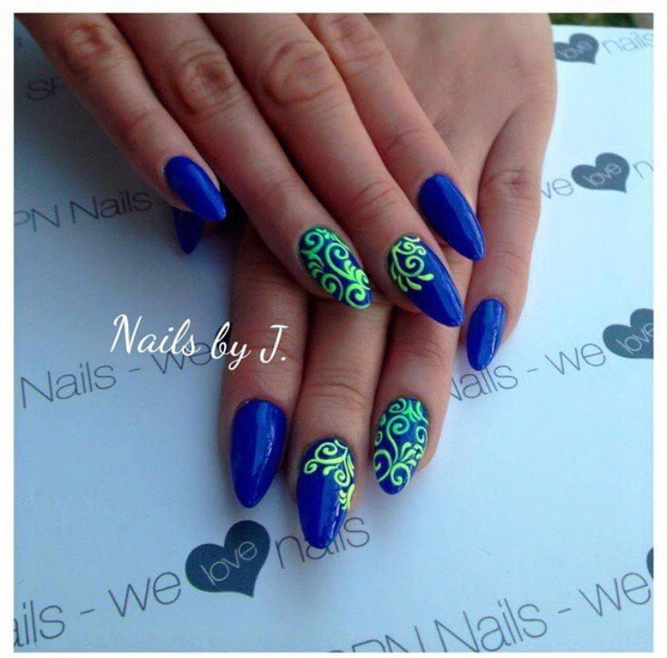 These are amazing!! Love the contrast between the blue and the fluo green!! Always almond shape. If you like these nails follow @spnnails on instagram.