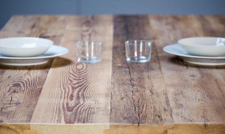Helsinki, table sur-mesure : les plateaux sont réalisés à partir d'anciens planchers de grange où se côtoient plusieurs essences : pin blanc, orme et frêne. La Parqueterie Nouvelle