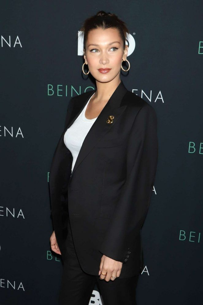 Bella Hadid Continuing The Women S Tailoring Trend Dressing Down