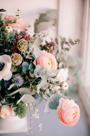 Ranunculus, anemone and thistle floral centerpiece | Irina Klimova Photography | see more on: http://burnettsboards.com/2014/09/beauty-flower-exquisite-bridal-editorial/