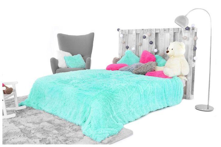 Miętowy modny koc włochaty do sypialni