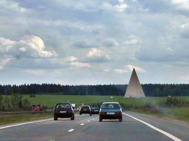 Пирамида на Новорижском шоссе 55°47′03″с.ш. 37°03′49″в.д. / 55.7842658000°с.ш. 37.063676000°в.д. / 55.7842658000; 37.063676000(G)(O)(Я)