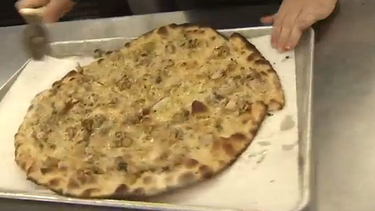 CHESTNUT HILL, Mass. (WHDH) — The famous Frank Pepe's Pizza got its start in New Haven, Connecticut and now it has a location in Chestnut Hill. In this edition of What's Cooking, …