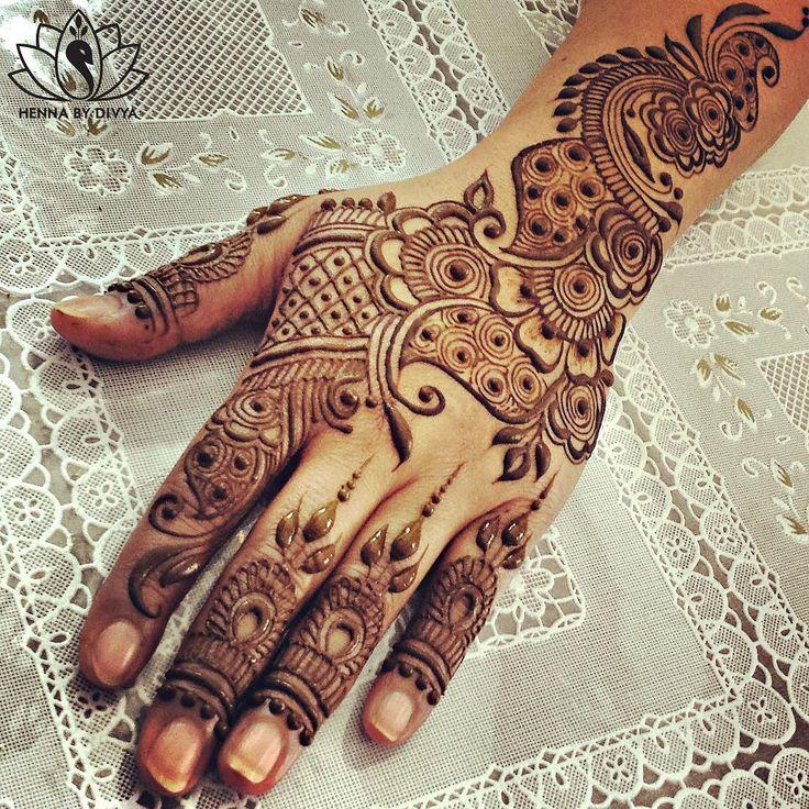 """""Fill your canvas with the breathings of your heart…"" ~William Wordsworth  #henna #hennapro #hennabydivya #hennaartist #hennaart #hennainspire #mehndi…"""