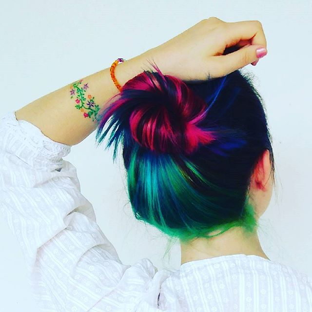 L9 Fotaza de mi clienta @nabufmei que va directa a la pared de @losinkers !! Gracias a los que me seguís pasando vuestras fotos luciendo tatuajes. . . . #tatuaje #tattoo #tatuajes #tattoos #tattooed #tat #tats #instatattoo #arcoiris #rainbow #flores #flowers #inkedgirls #girlswithtattoos #tattooedgirls #thebestspaintattooartists #equilattera #ink #inked #inker #hair #malagatattoo #tattoomalaga #losinkers #teatinos #art #arte #artist…