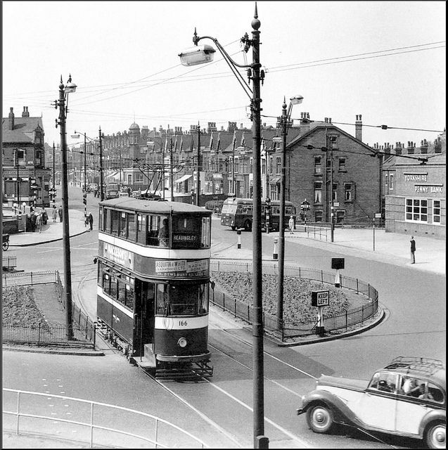 Leeds: Easterly Rd / Roundhay Rd / Clock Cinema. 1955