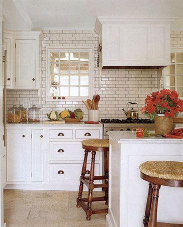 east hampton cottage: East Hampton, Toms Scheerer, Summer House, Hampton Photos, Subway Tile, Hampton House, Tile Backsplash, Hampton Cottages, White Kitchens