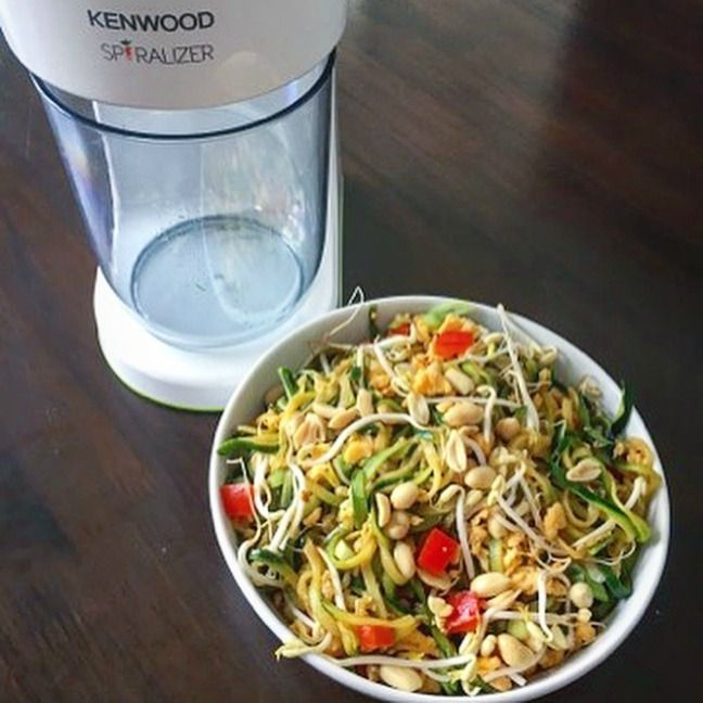 Looking for a healthy, easy to make dinner dish? – Try this Zucchini Pad Thai. It's absolutely delicious!