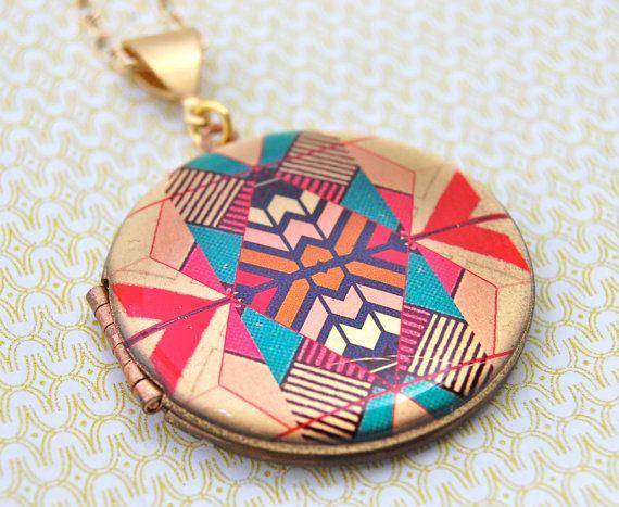 The Kaleidoscope Locket #geometric #navajo #aztec: Style, Lockets Vintage, Lockets Necklaces, Vintage Wardrobe, Locketvintag, Kaleidoscopes Lockets, Geometric Navajo, Vintage Lockets, Lockets Geometric