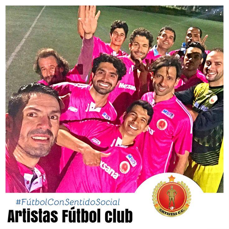 Artistas Fútbol Club Jugando Estadio de Compensar