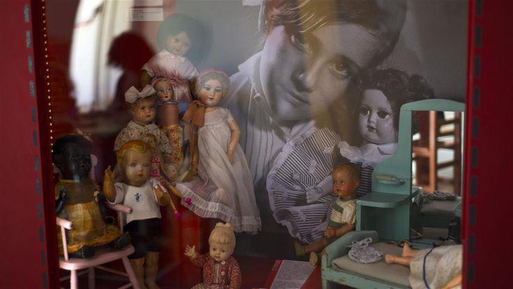 Museo del Juguete: un viaje histórico al corazón de la infancia  De las cuatro salas, una está dedicada a las casitas con muebles Gza Museo del juguete / Carlos Furman