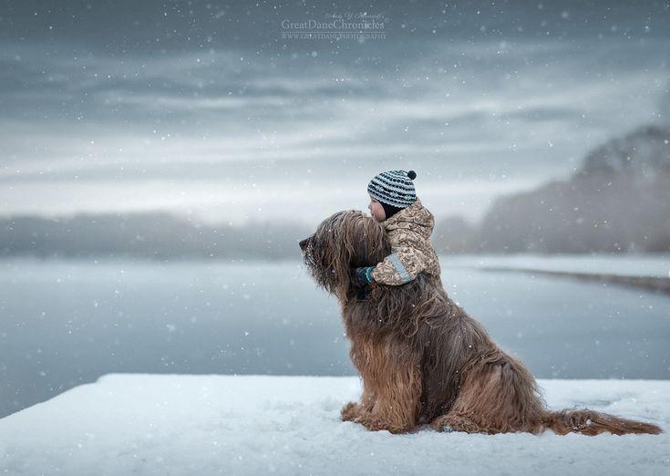 Niños pequeños con perros grandotes: una fabulosa y tierna serie de fotos