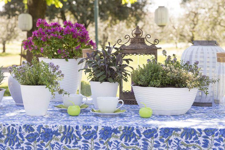 La linea in simil paglia di Bama è composta da eleganti fioriere e portavasi di diverse misure ideali sia per interni che esterni: scoprili tutti sul sito di Bama! #bamagroup #vasi #fioriere #giardino #paglia