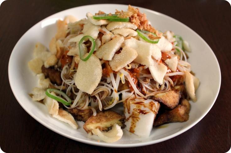 Superb Street Food in Jakarta called Ketoprak