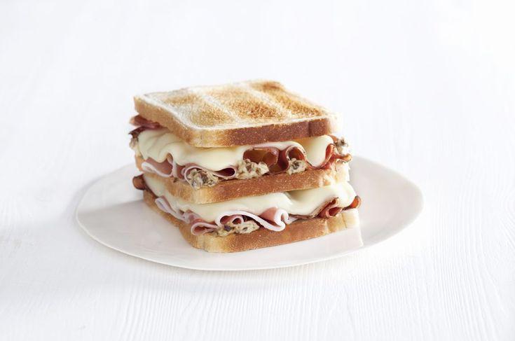 Doppio toast con speck, salsa ai funghi e Sottilette® Classiche